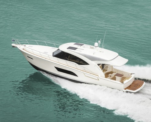 The 565 SUV's powerful Volvo Penta IPS 900s offer a cruise speed of 23 to 25 knots