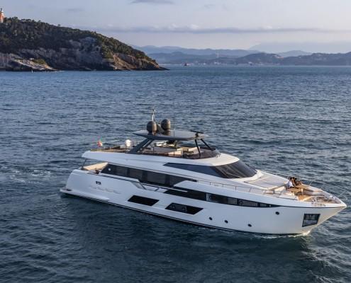 Ferretti Yachts 920 New