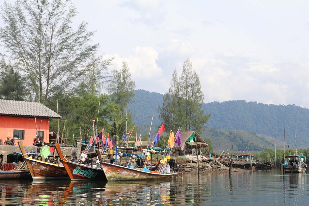 Moken-Eco-Village-Thailand-huts-on-beach-longtail-boat_3484