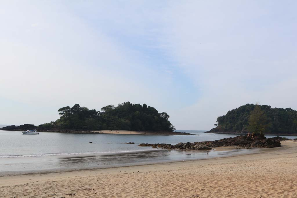 Moken-Eco-Village-Thailand-huts-on-beach_3495