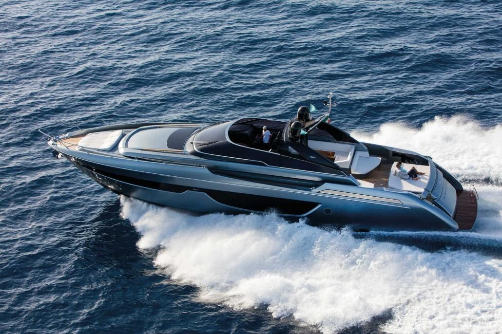 Riva_76'Bahamas_Cruising-0003_17445