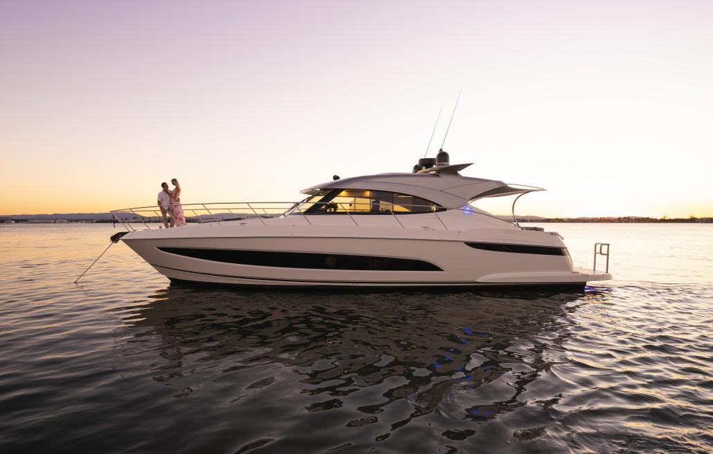 Riviera 4800 Sport Yacht Series II Platinum Edition Anchored 01